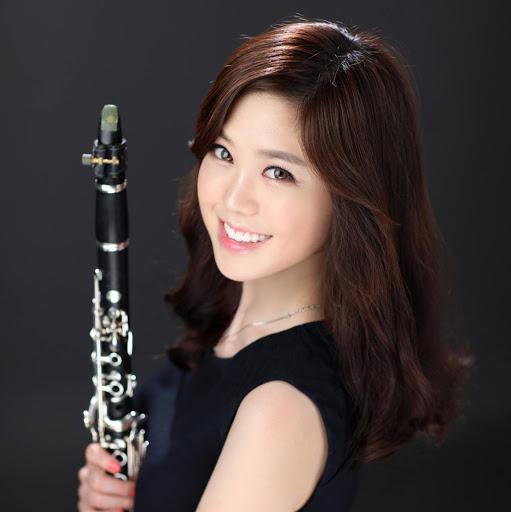 Yoonah Kim Photo 16