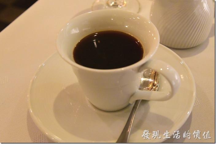 台南-轉角餐廳龍蝦餐廳。餐後飲料-黑咖啡。