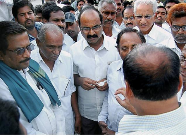 AIKS leaders inspecting cotton at the cotton market in Khammam on Friday. Photo: G.N. Rao