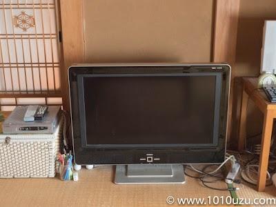 テレビが直置きしてある和室