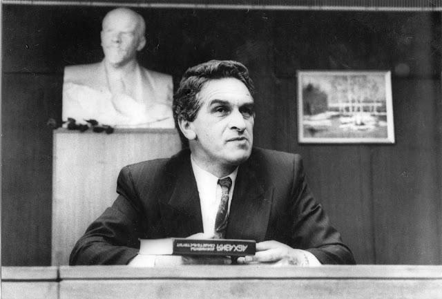 23 июля 1992 года, Верховный Совет Автономной Республики Абхазия принял антиконституционный акт о суверенитете. До войны оставалось 3 недели