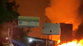 Astaghfirullah , Telah Terjadi Kebakaran Dekat Alun-alun Karawang, Berikut Videonya