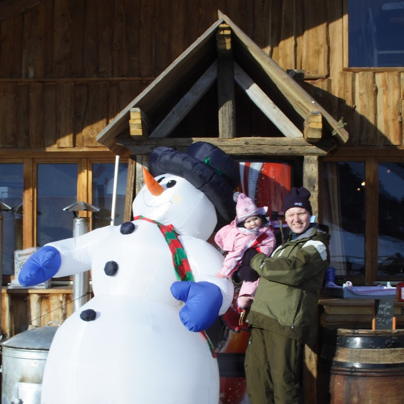 Meribel_82 Snowman Ami & Kev.jpg