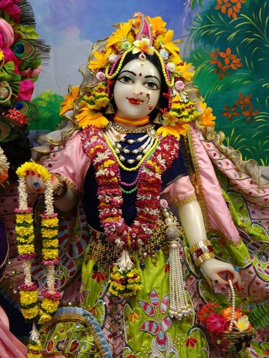 ISKCON Nigdi Deity Darshan 17 Dec 2015 (25)