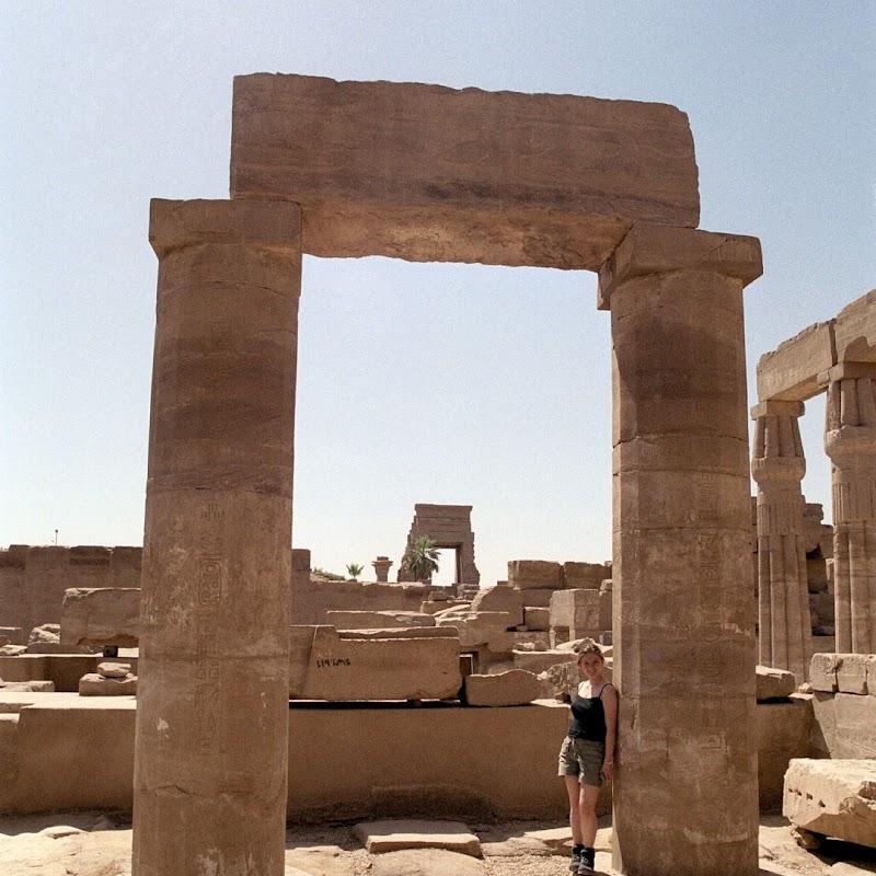 Luxor_20 Karnak Temple Columns.jpg