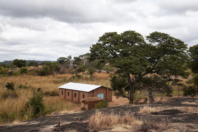 Ks. Józef Matyjek, SJ pisze z Polski, że żegna się z Mumbwa, Zambia po 13 latach - _DA32127c.jpg