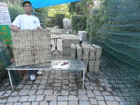 fabrication des cages pour la réalisation de murs végétaux visible tous les jours à la pépinière Grangier à LA CROIX VALMER ou pour un devis sur rendez-vous TEL 06.15.06.35.40