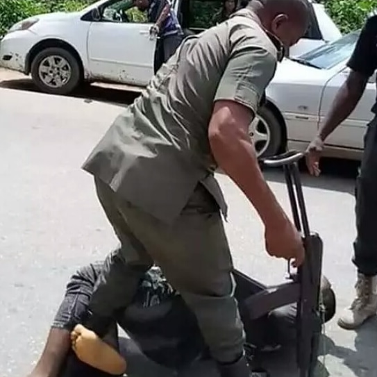 Soldiers that collect N20,000 To Pass Drivers Beaten By Policemen for Not Wearing Face Mask