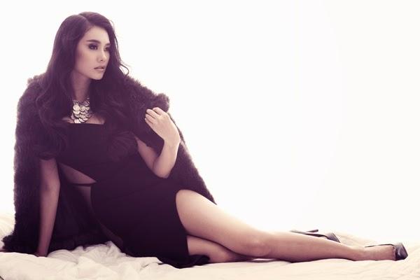 Linh Chi khoe chân dài sexy