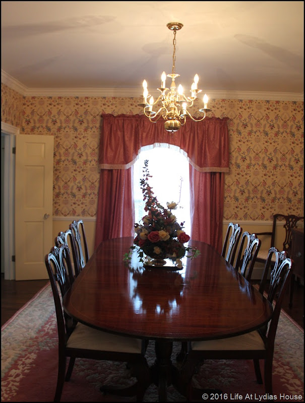 dining room before window treatments