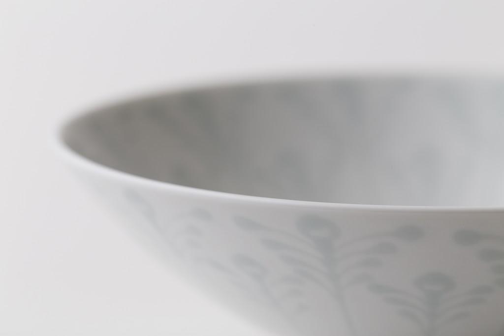 Hira-Chawan Flat Bowl (white x plant)