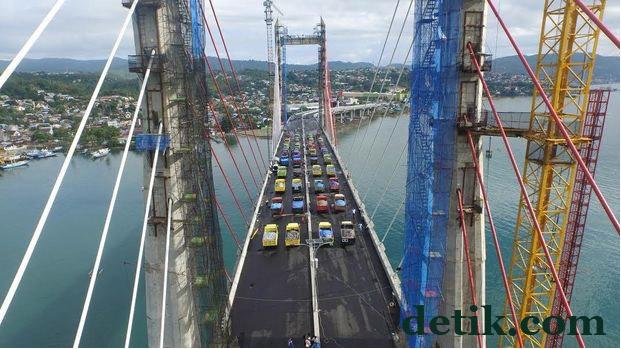 Jembatan Merah Putih Ambon 3.jpg