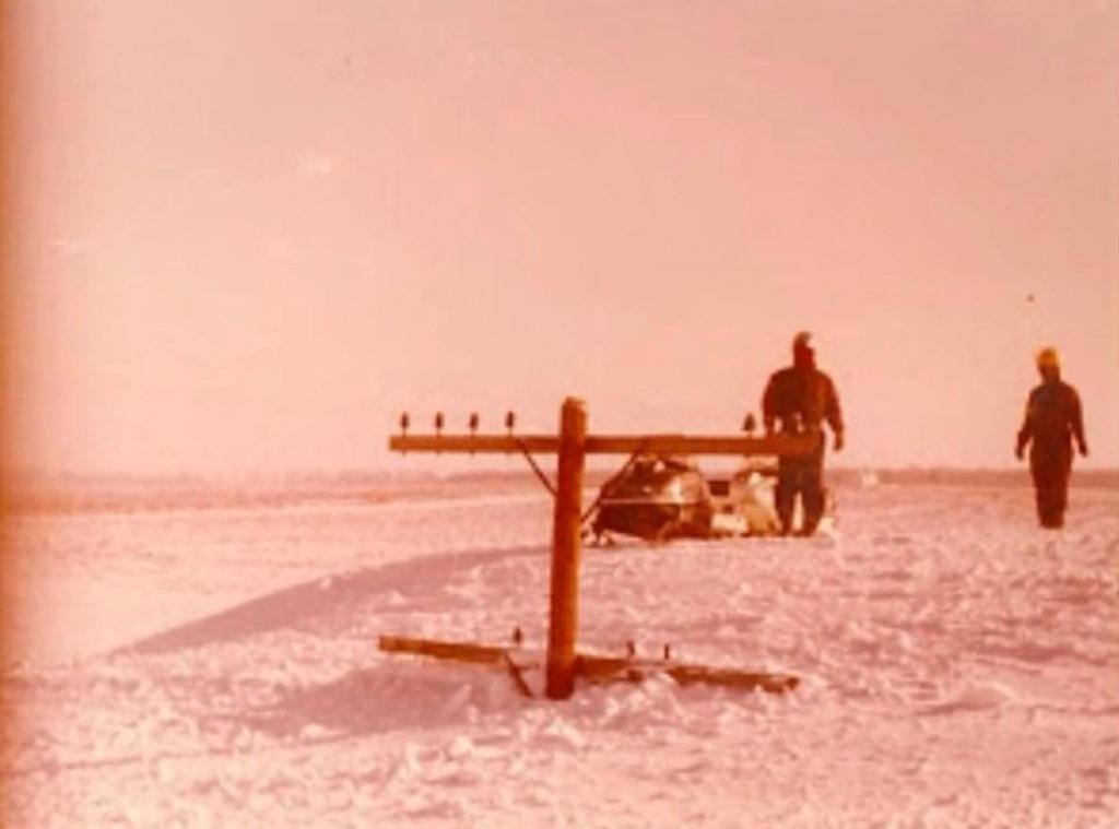 [west+michigan-1978-snow-storm+telephone+pole+in+drift%5B4%5D]