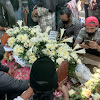 Jenazah Ki Seno Dimakamkan Satu Liang Lahat dengan Ayahnya di Semaki Gede