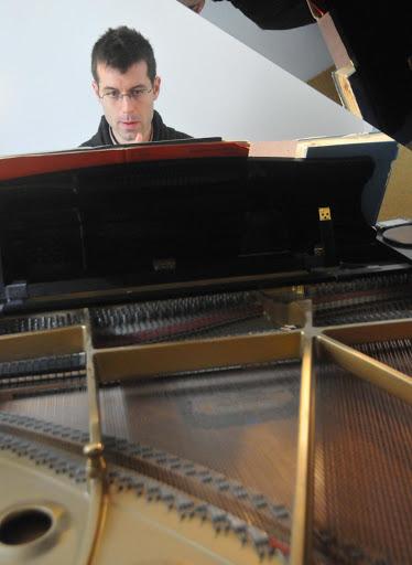 pierre-santus-recital-pianiste-13-novembre-2014-au-profit-de-l-arche-dans-l-oise-handicap-mental