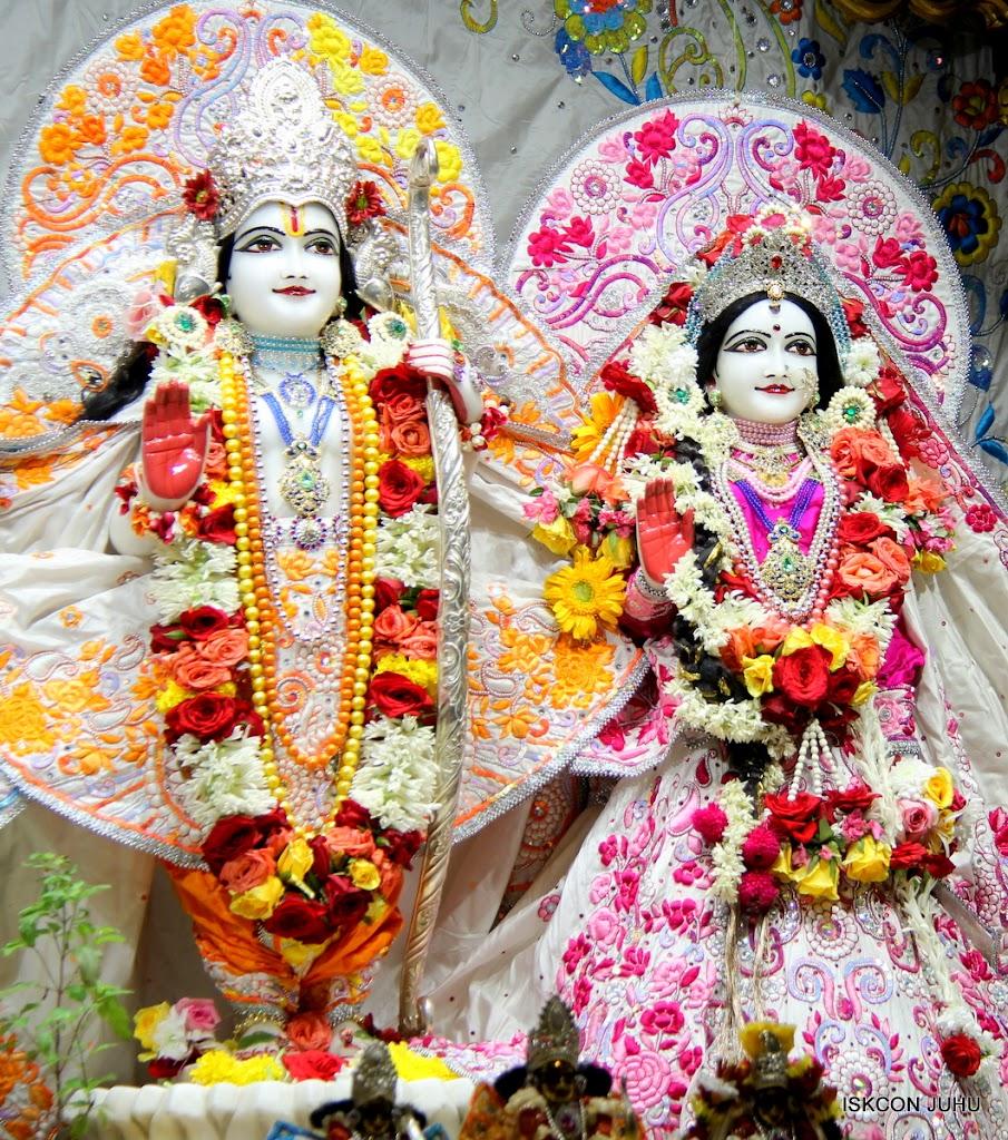 ISKCON Juhu Sringar Deity Darshan on 11th Aug 2016 (35)