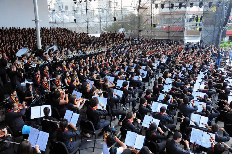 La  Sinfónica de la Juventud Venezolana Simón Bolívar, Gustavo Dudamel y una selección de 1700 músicos de El Sistema celebraron el Bicentenario de la Independencia de Venezuela en la Plaza Diego Ibarra.