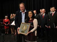 26 A negyedik Pro Urbe díjat az At Home Gallery kapta, a díjat pedig Kiss Csaba és Suzanne vette át.jpg