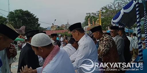 Ratusan Umat Muslim Tana Toraja, Laksanakan Shalat Id di Depan Gereja Katolik