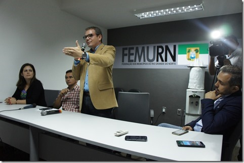Prefeitos decidem se desfiliar de partidos políticos caso Governo Federal não pague multas da repatriação(1)
