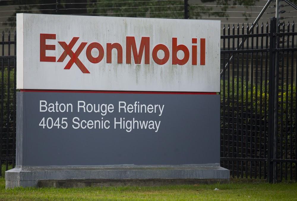 Large fire rocks US oil refinery