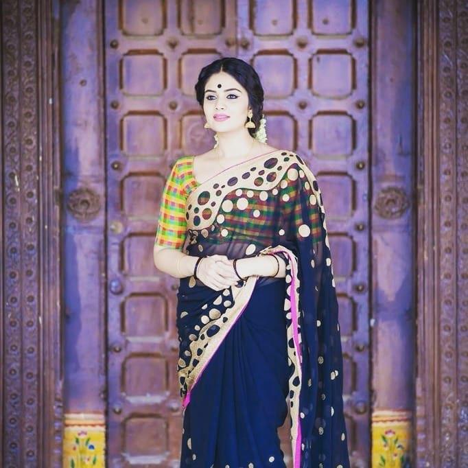 Sri Mukhi in Mahanati Navel Queens