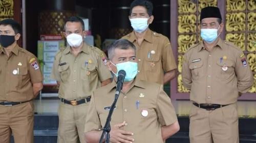 Foto Sekda Amasrul. ASN Pemko Padang Harus Jadi Contoh Terapkan Prokes.