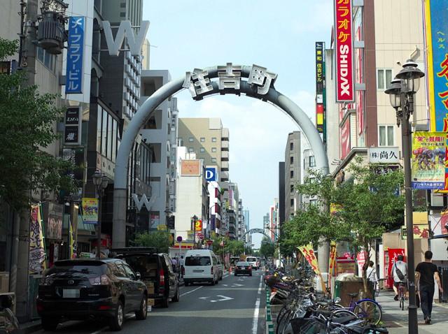 名古屋栄の住吉通りの「住吉町」と書かれたゲート