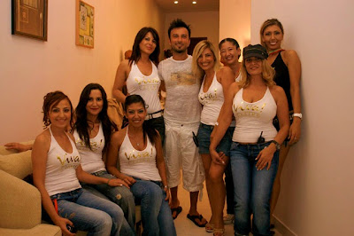 The all-female entourage: Viva! Casino's female personnel with Tarkan