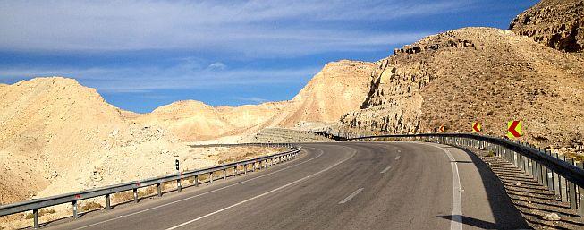 Auffahrt zur Passhöhe (1060 m) zwischen Khonj und Evaz, Iran