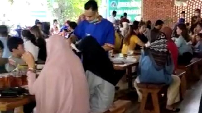 Viral Video Restoran Padat Pengunjung Abaikan Prokes di Padang, Ketua FWP Sumbar Angkat Suara