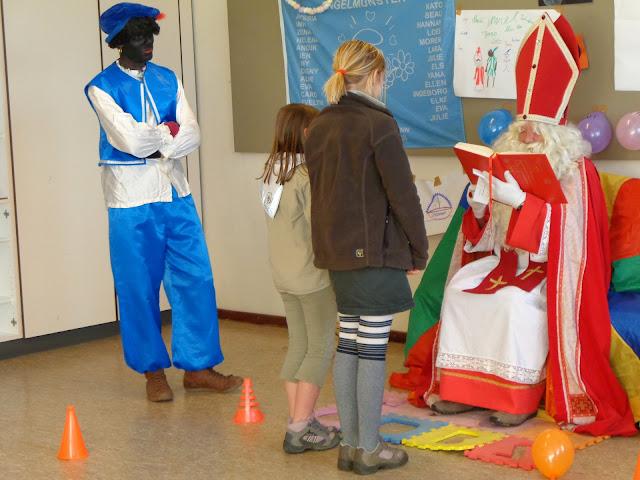 Sinterklaas op de scouts - 1 december 2013 - DSC00214.JPG