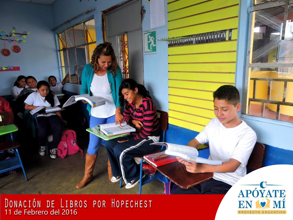 Donacion-de-Libros-de-Texto-por-Hope-Chest-12