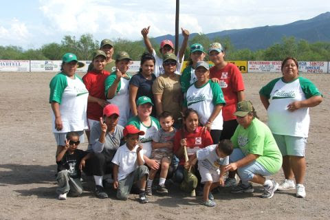 Pioneras de Vallecillo en el softbol femenil del Club Sertoma