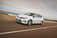 2013-Toyota-Auris-8