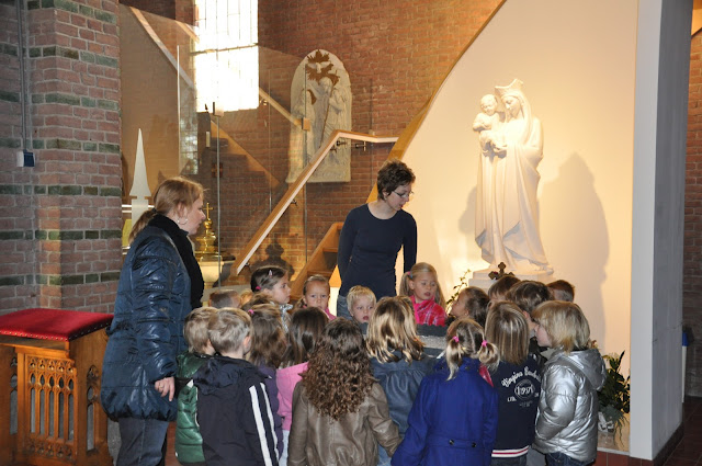 Kleuters bezoeken Martinuskerk - DSC_0012.JPG