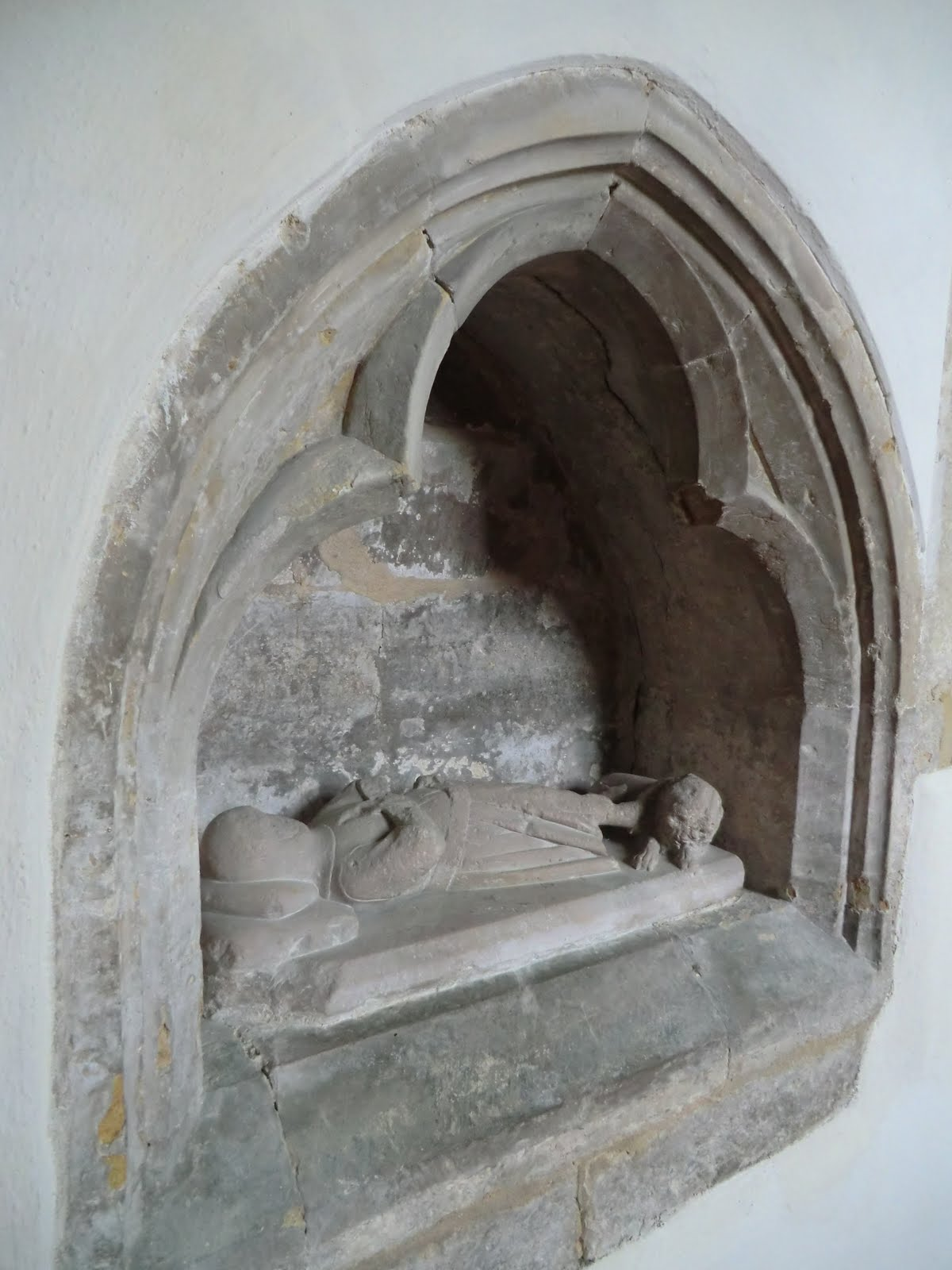 CIMG2961 Crusader 'heart shrine', St Giles church