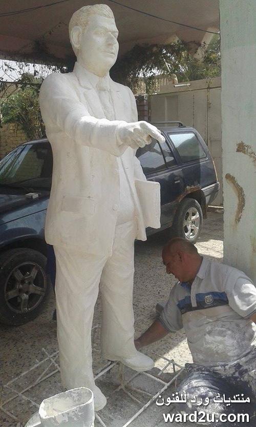تمثال المعلم من الجبس بالحجم الطبيعي