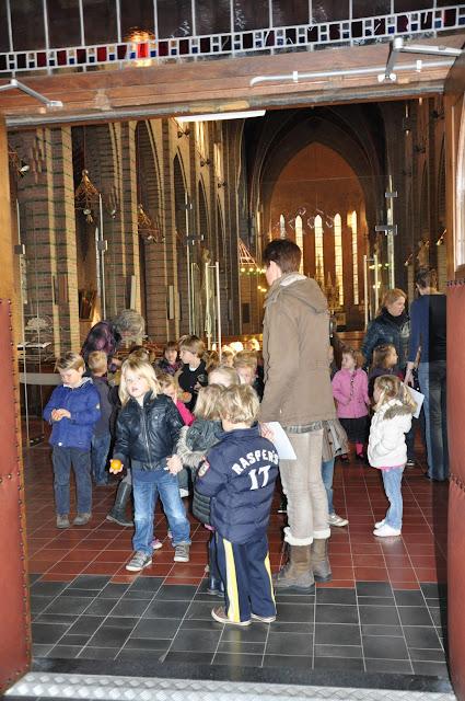 Kleuters bezoeken Martinuskerk - DSC_0024.JPG