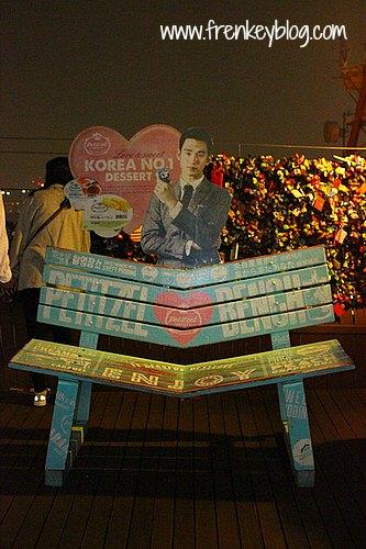 Tempat Duduk Couple di Seoul Tower