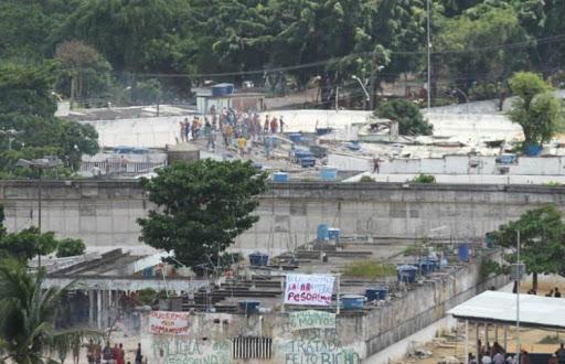 Rebelião no Complexo Penitenciário do Curado deixa vários feridos e um morto