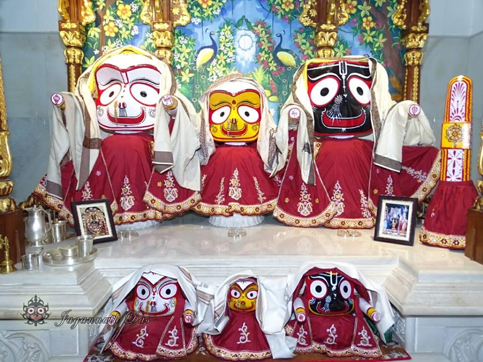 ISKCON Mira Road Mangla Deity Darshan 18 Dec 2015 (14)