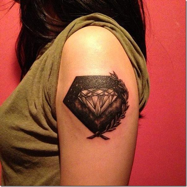 tatuaje_de_diamante_espacial_con_una_rama_de_hojas