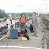 Gérard Charet, Jean Michel et le guide Vadim Zaritskyi en gare de Tigrovoy, 26 juin 2011. Photo : G. Meissonnier