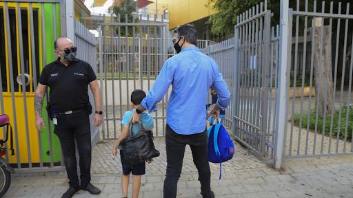 Israel facilita o bloqueio, mas o medo de outra infecção aumenta