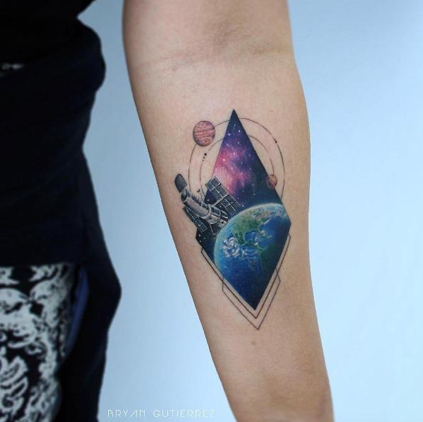este_telescpio_espacial_hubble_da_tatuagem