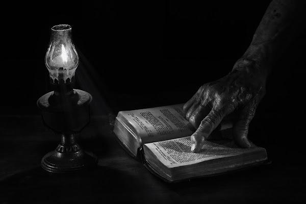 Lettura a lume di candela