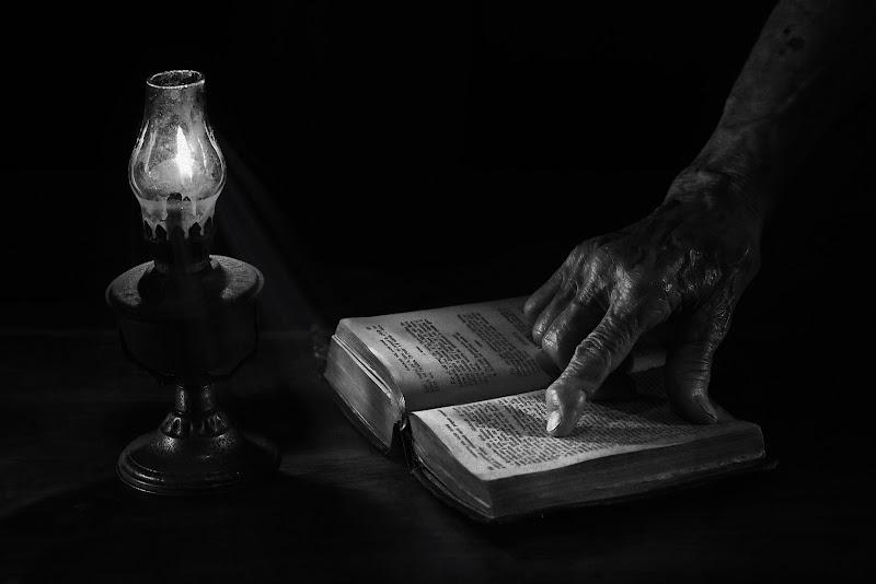 Lettura a lume di candela di BASTET-Clara