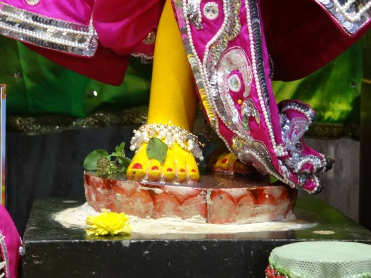 ISKCON Nigdi Deity Darshan 19 Dec 2015 (15)
