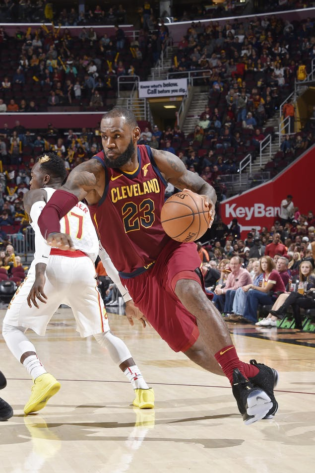 King James Laces Up 2 Pairs of LeBron 15  get online cc384 f8055 King James  Laces Up Zoom Soldier 6 PE in Beijing ... 0652a669cf2c